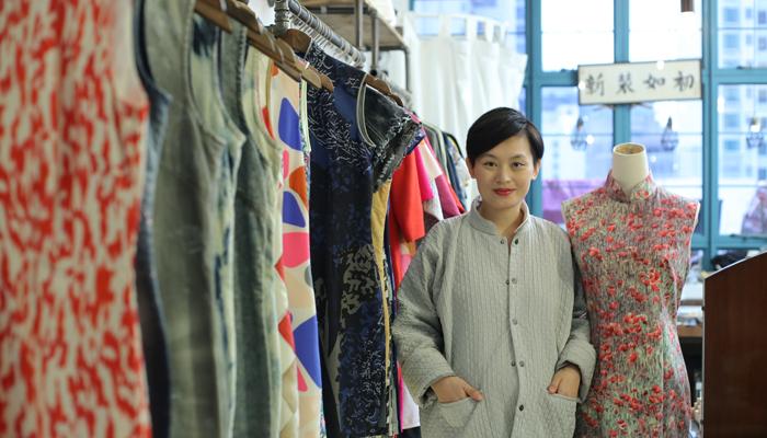 中西共融 潮著旗袍