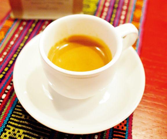 用Maubere Mountain Coffee沖出來的Espresso,上面有層金黄的咖啡脂。
