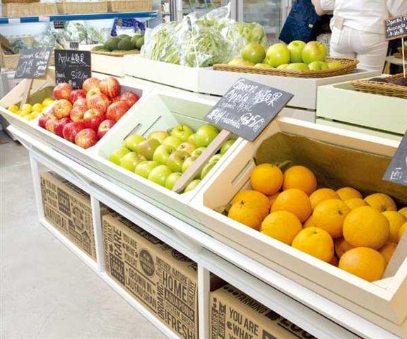 新鮮有機水果從世界各地運來。