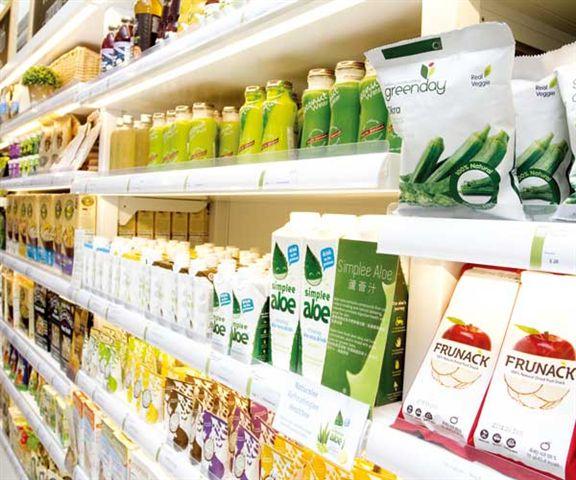 貨品種類繁多,排列整齊,無論你是否素食者都能購得心水貨品。