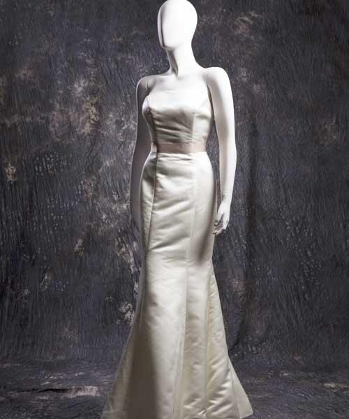魚尾式婚紗是2015春夏流行款式。