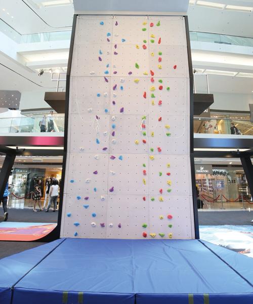 6米高的室內攀石牆,你敢挑戰嗎?在商場消費滿指定金額,便可玩1次。