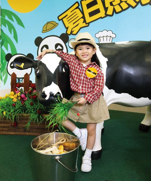 參加「有營小奶農」學堂的小朋友,將學習照顧牛牛的技巧。