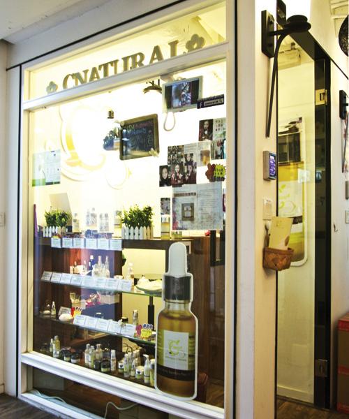 C Natural於今年初在尖沙咀開設實體店,提升顧客信心,May又可親身接觸每位顧客,提供更好的護膚建議。