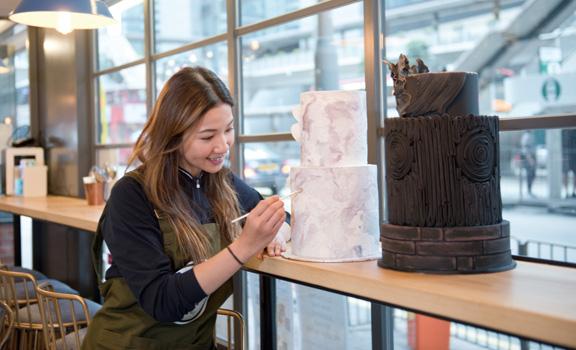 擁抱青春 創業賣藝術蛋糕