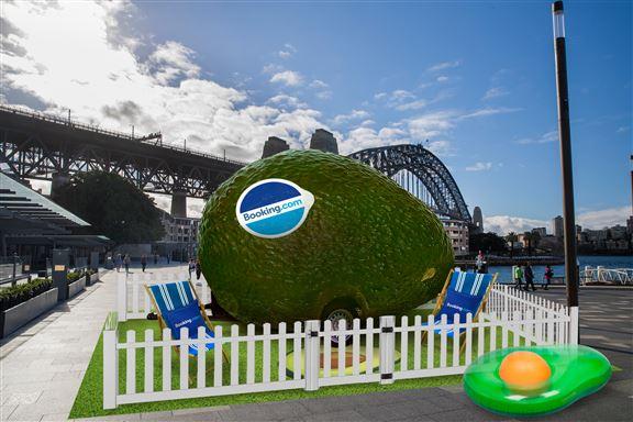 悉尼牛油果小屋其實是露營車,但外表被裝飾一番,活像一個行走版牛油果。