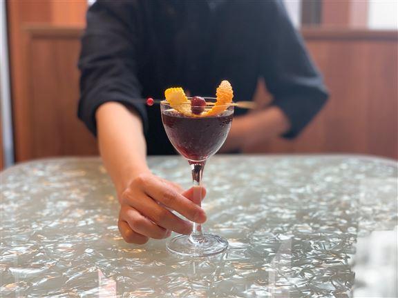 Appendix Coffee & Bar到了晚上變身為酒,吧由冠軍調酒師設計多款創意雞尾酒。