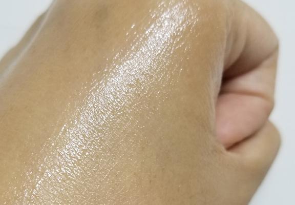 面膜瞬速被皮膚吸收。