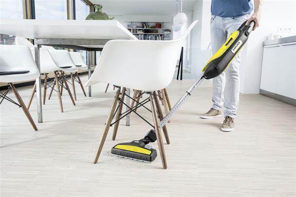 VC 5直立式吸塵機的專利三重伸縮系統,伸縮管道可因應家居需要,伸展到角落進行清潔。