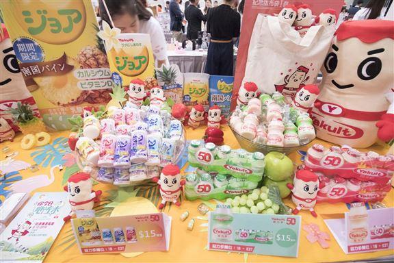 益力多,日本直送乳酪飲品$15/支,另外凡購買任何益力多產品滿$30,可加$20換購「益力多勇士公仔」1個