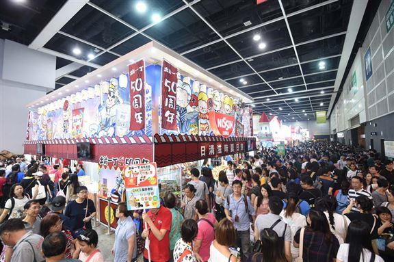 每年美食博覽都吸引大量市民前往搵食,購買美食。圖為去年現場情況。