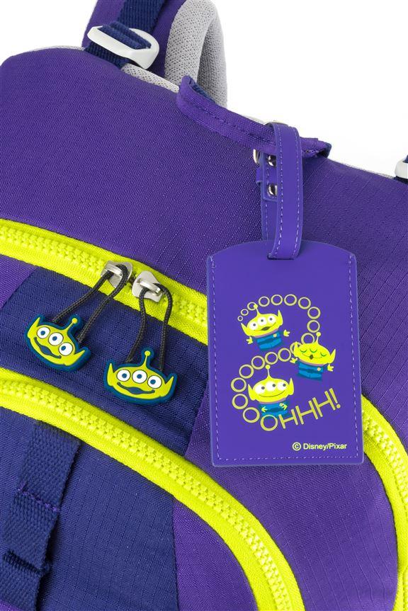 拉鍊扣和專屬掛牌的設計都有心思。