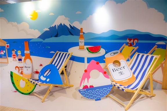 沙灘椅布置和充滿夏日氣氛旳圖形紙板,讓你盡情打卡。
