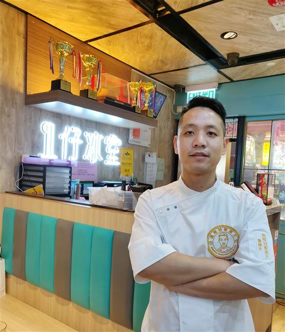坐陣呢間冰室的葉達生師傅,曾獲2018年國際金茶王大賽十年杯國總冠軍,沖茶工夫一流。