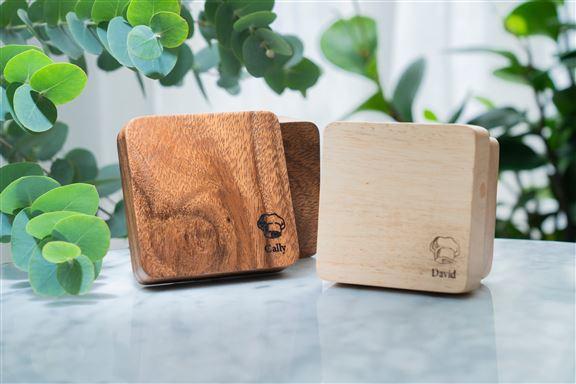 小木盒採用100%實木,以整塊原木雕琢製成,完整一件沒有任何駁口。