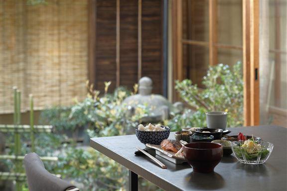 住客從設計師別具用心的設計和擺設中,可感受京都獨有的古韻簡樸氣息。