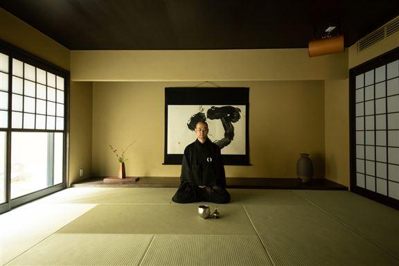 推廣期間,酒店為住客安排首次於日本酒店內的和室空間舉行坐禪修行。