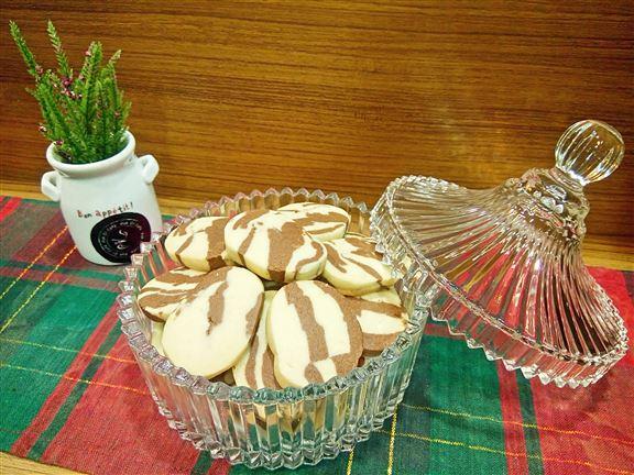 博愛Café自設小茶園種植香草,咖啡師們參考坊間不同的食譜,最後決定用艾草和薄荷葉,創作新款口味的香草曲奇。