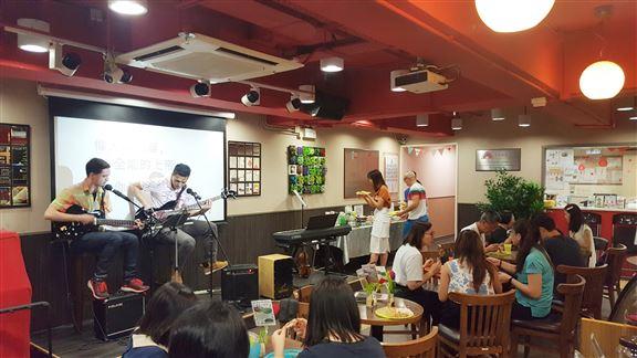 博愛Café顧客以區內市民街坊為主,當中不少更因參加中心活動而成為café忠實顧客。