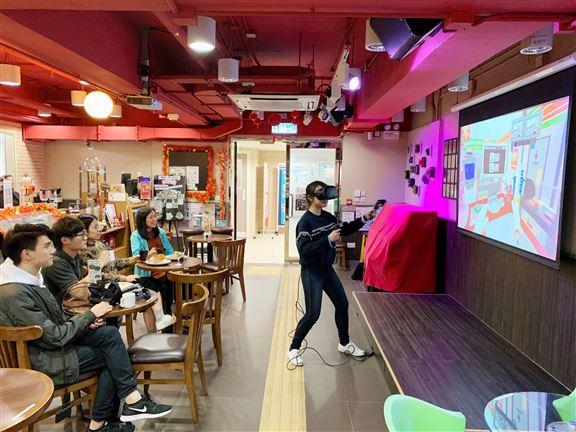 博愛Café開業以來,成為青年和居民的的交流互動平台,並給予機會及場地發揮音樂、藝術和各類創作才能。