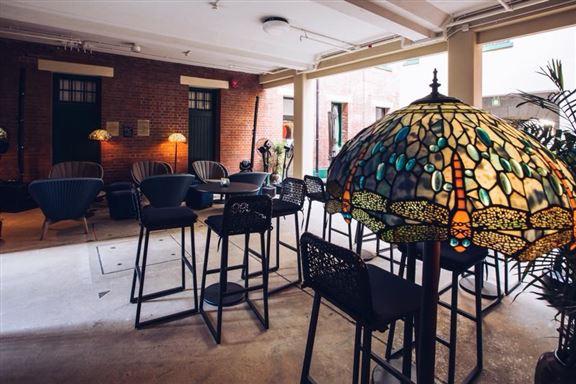酒吧充滿充滿19世紀末的歐陸風情。