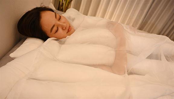 將烏冬當成攬枕,攬住瞓又得!