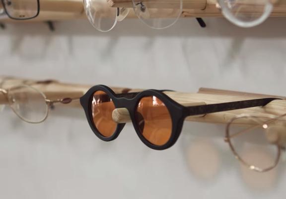 用咖啡渣造的眼鏡框
