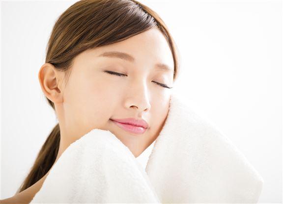 潔臉後勿用濕毛巾擦乾