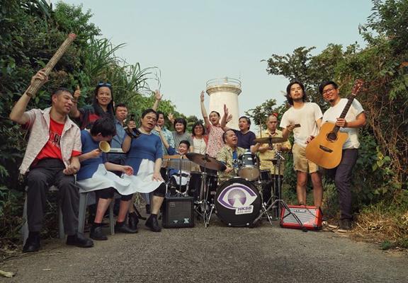 The Cheers 樂隊由一班視障智障及多重殘障人士組成。