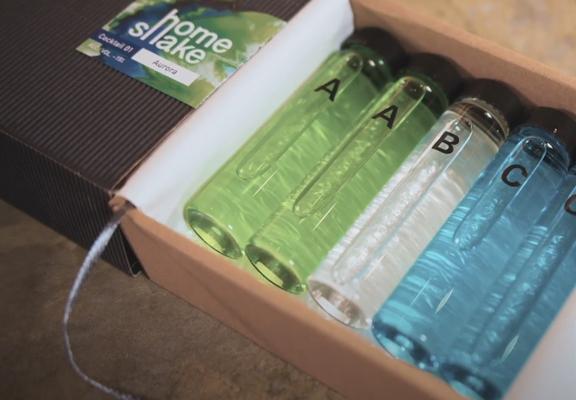 盒內有齊調酒所需的用品和材料。