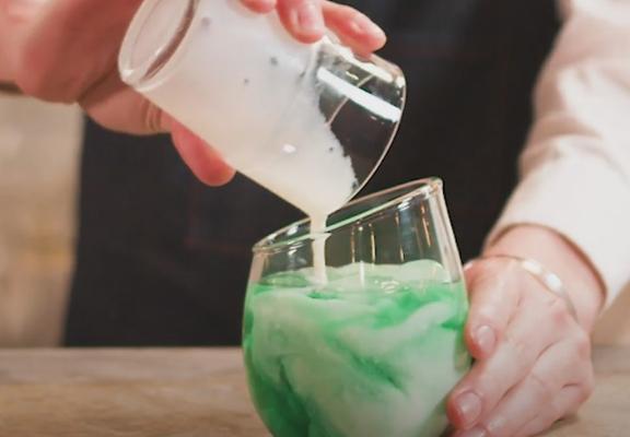 按著步驟做,不用懂得調酒技巧,都可調製出極具視覺效果的雞尾酒。