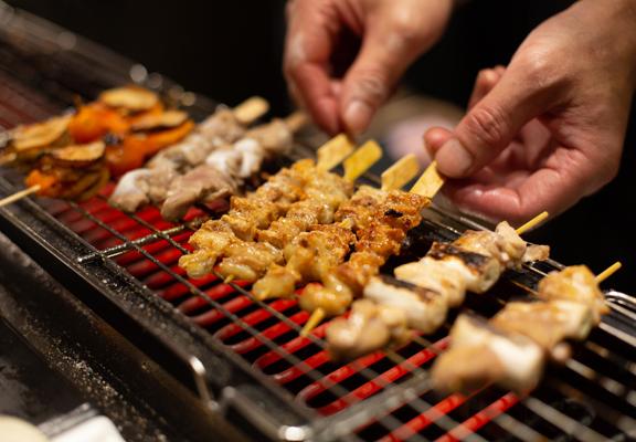 這裡有自助餐少見的即場日式爐端燒。