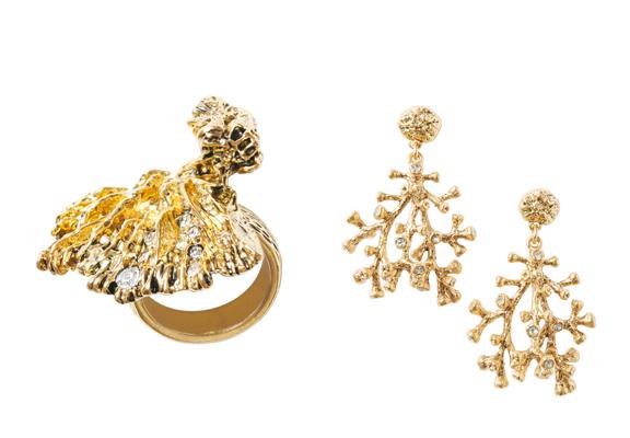 春夏系列加入可持續元素,戒指用再生鋅製,耳環用上再生黃銅。