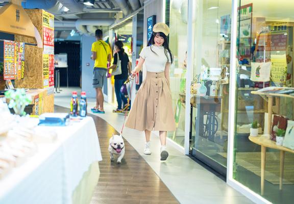 D2 Place是香港少數讓寵物內進的商場。