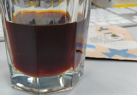 每包可沖出150-180ml咖啡,咖啡色澤深棕色,口感厚實,香氣濃郁。