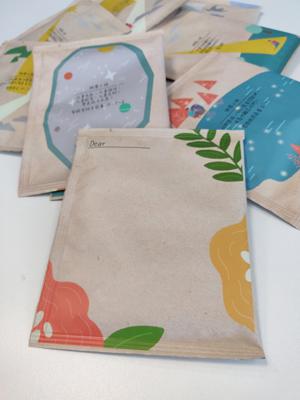 每盒都有一包表面留白的小包咖啡,讓你寫上「心聲」,向身邊人送上關懷。