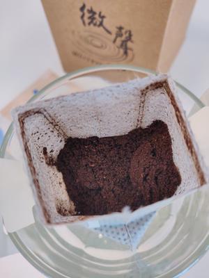 咖啡粉磨研得粗幼有致。