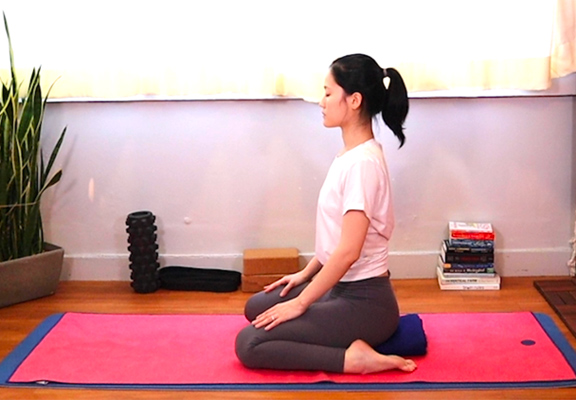 英雄式Hero Pose (Virasana)