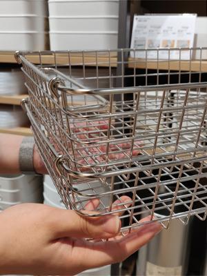 把手挽籃的手挽向內側翻,便成為承拓架,可把另一個手挽籃疊上去。