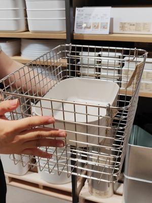 Davis建議PE儲物盒配合不銹鋼手挽籃,可變為間隔,擺物更便利。