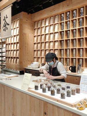 「茶米工房」提供預先包裝及散裝茶葉和日本米。