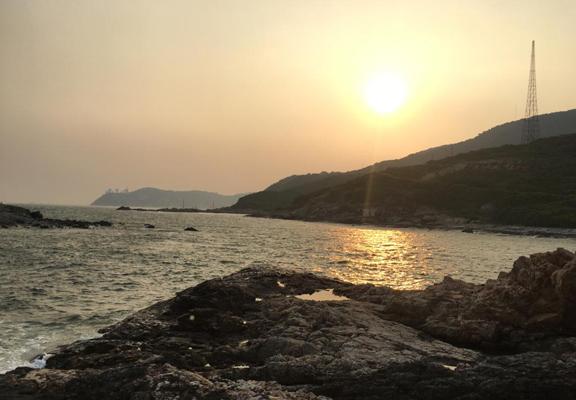 夕陽上的鶴咀。