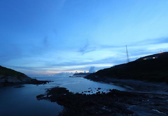 天只剩下一點光,鶴咀一帶回歸神秘。(Photo: Johnson Chow)