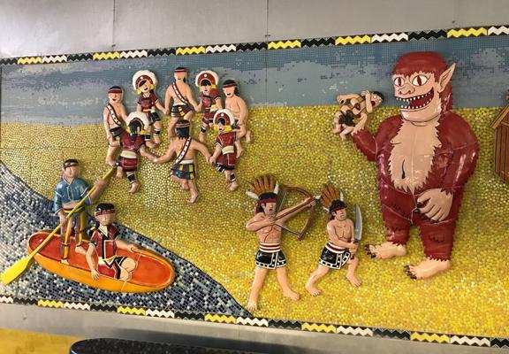 以原住民為題材的圖騰壁畫。