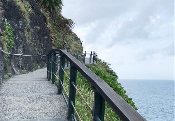 步道初段為水泥路,其實是把原有的古道擴闊,感覺像臨海的行山徑。