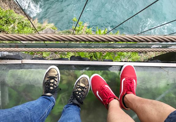腳底下就是太平洋,深不見底,只加點幻想力,心裡不其然產生一點怯懦感。