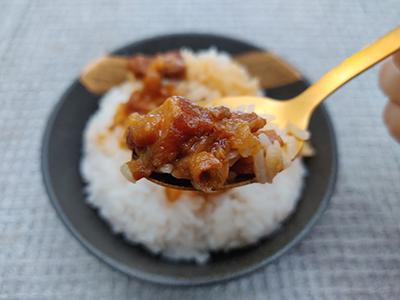 啖啖豬肉粒,肉質軟嫩,味道鹹香甘甜。