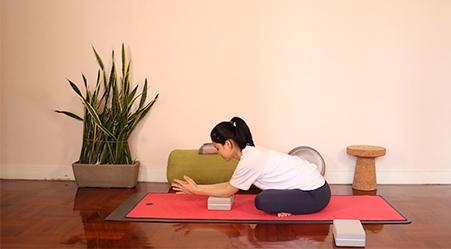 練習4 | 半蓮花坐前彎Half Lotus (Ardha Padmāsana)