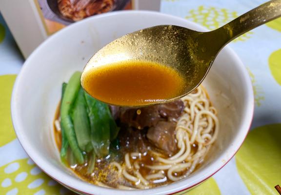 湯底是牛肉麵的精髓,這個湯非常濃郁,吃得出花上多個小時落足材料熬煮。