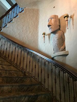 這家民宿讓小編有走進魔幻世界的感覺,暫時離開現實世界。奇幻的旅程就由打開大屋大門,走上這條石砌旋轉樓梯一刻開始。